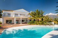Elegant villa vid Puerto Banus