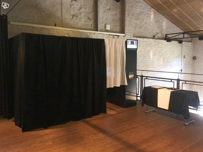 UTHYRES - Photo Booth - Knivsta - A real party Photo Booth for Weddings, Birthday's, Offices parties etc. You name it! We have a collection of templates for you to choose from or we can design a special one for you. We come and set up a couple of hours before your party starts a - Knivsta