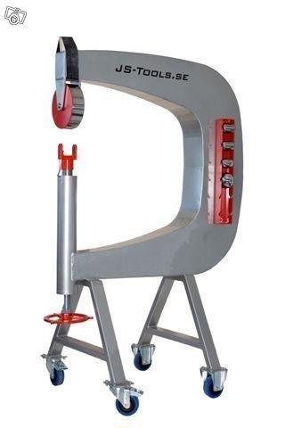 Engelskt Hjul - Nyköping - Engelska hjulet har en mycket stabil C-stomme som gör att det går fort att jobba upp plåten utan att behöva slå upp den i sandsäck innan. Du kan då forma plåten direkt vilket gör att du sparar både tid och gör ett finare jobb! Hjule - Nyköping